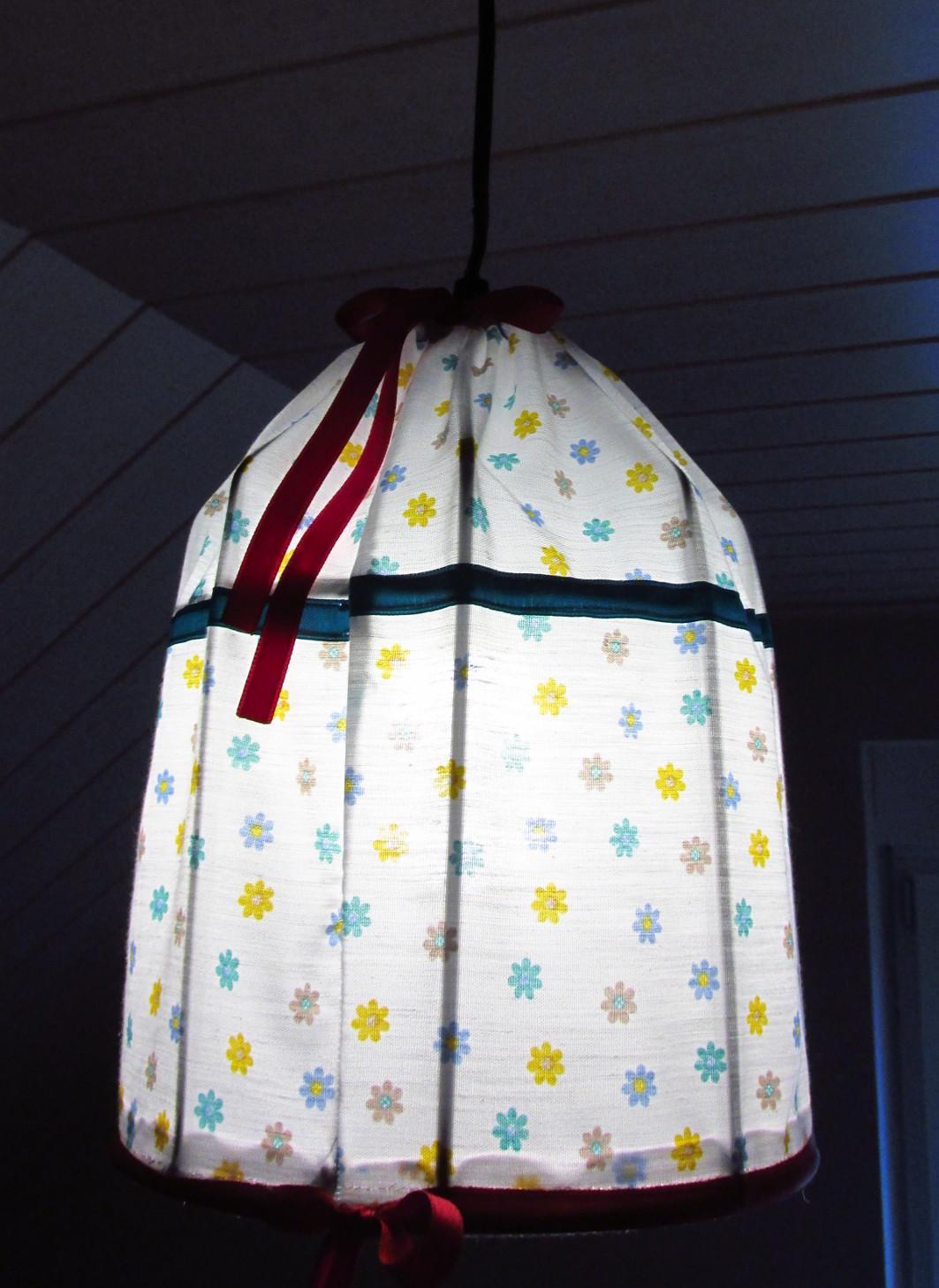 die lampe selbst erstellt und sch n gemacht. Black Bedroom Furniture Sets. Home Design Ideas