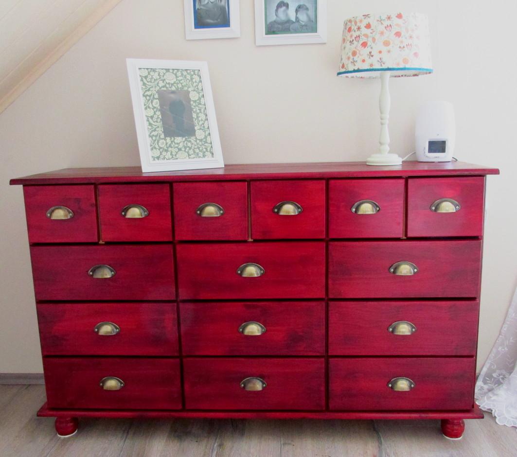die rote kommode selbst erstellt und sch n gemacht. Black Bedroom Furniture Sets. Home Design Ideas
